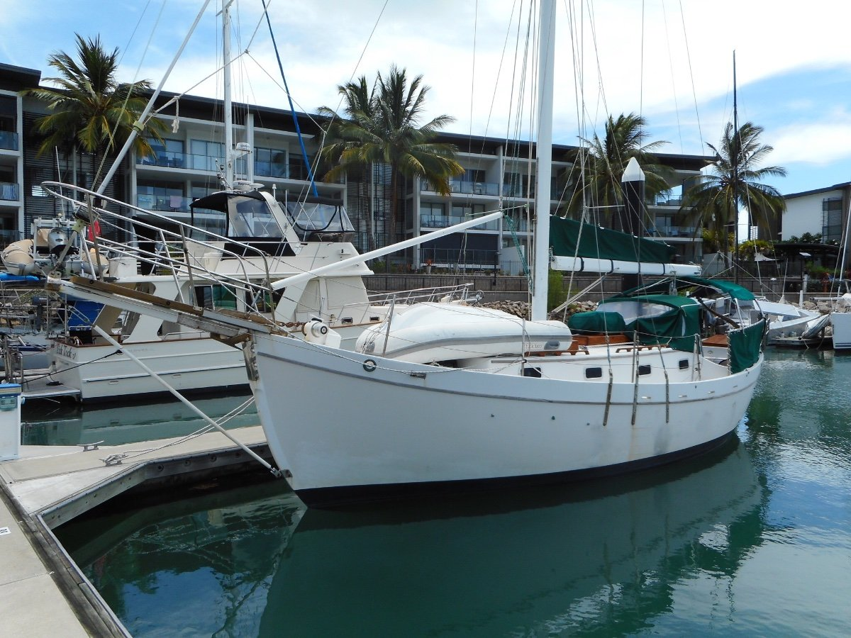 Dreadnought Tahiti Sloop Classic Cruising Yacht