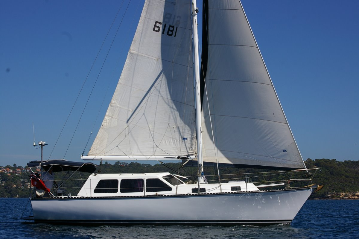 Huon 33 Pilothouse sloop