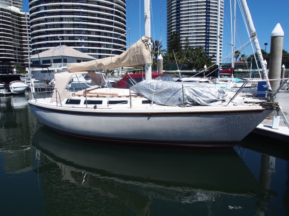 Catalina 30 Big Beam, Very Very Roomy for Size