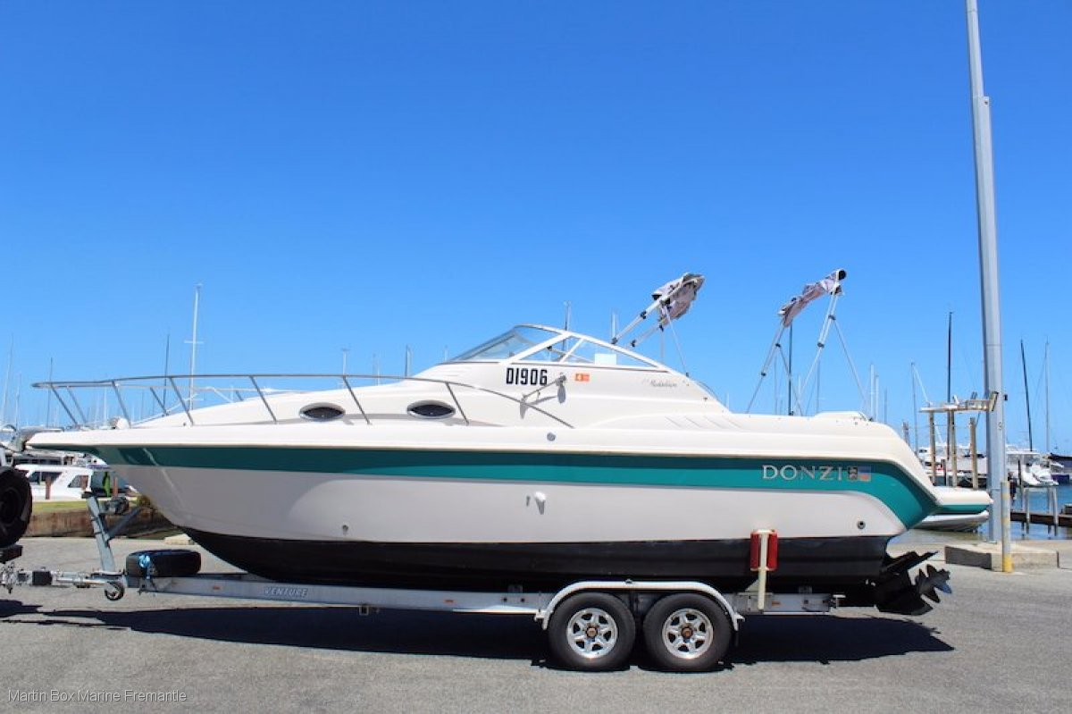 Donzi Medallion 275 (Suit Sea Ray, Bayliner, Mustang buyers)