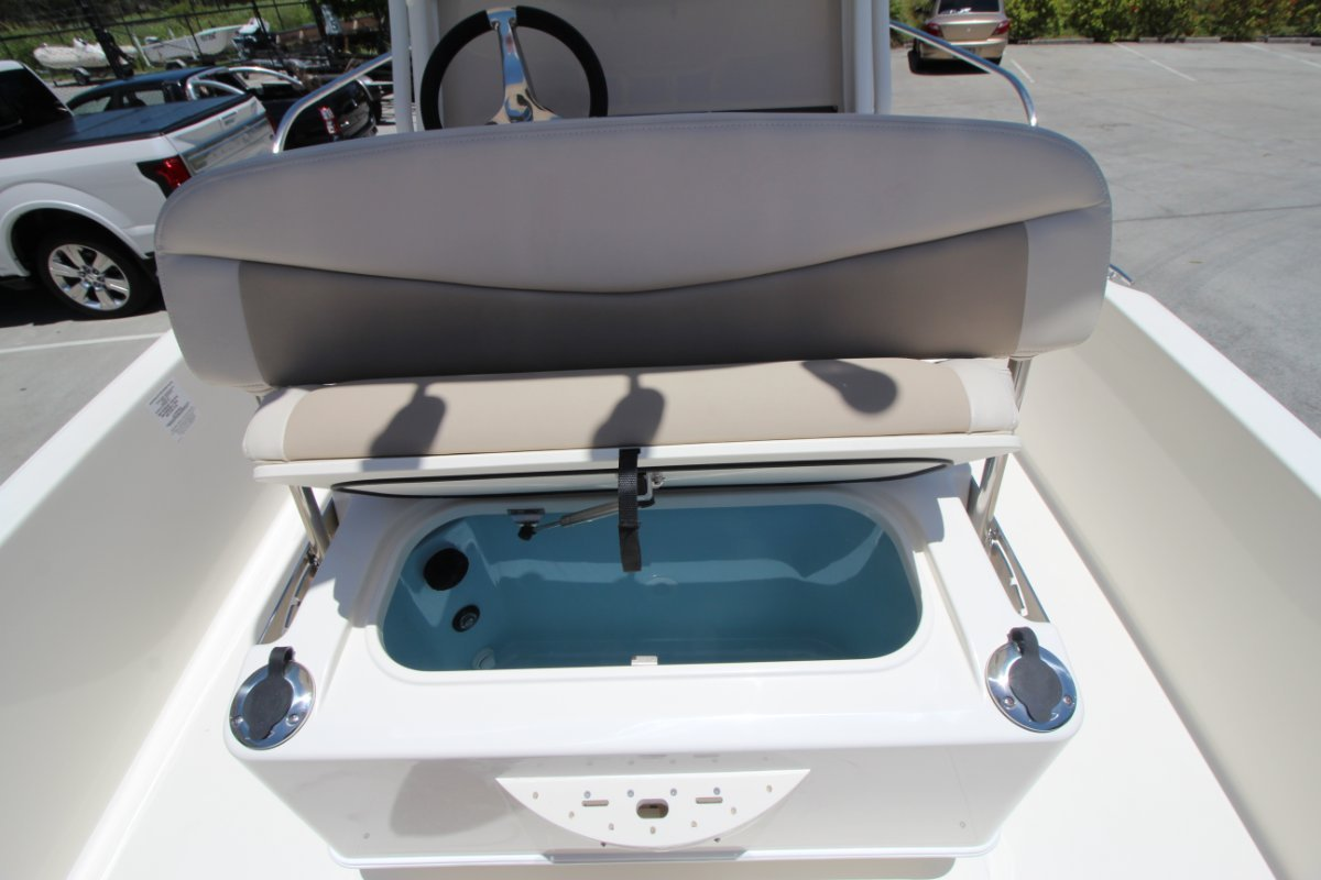 Boston Whaler 210 Dauntless Centre Console