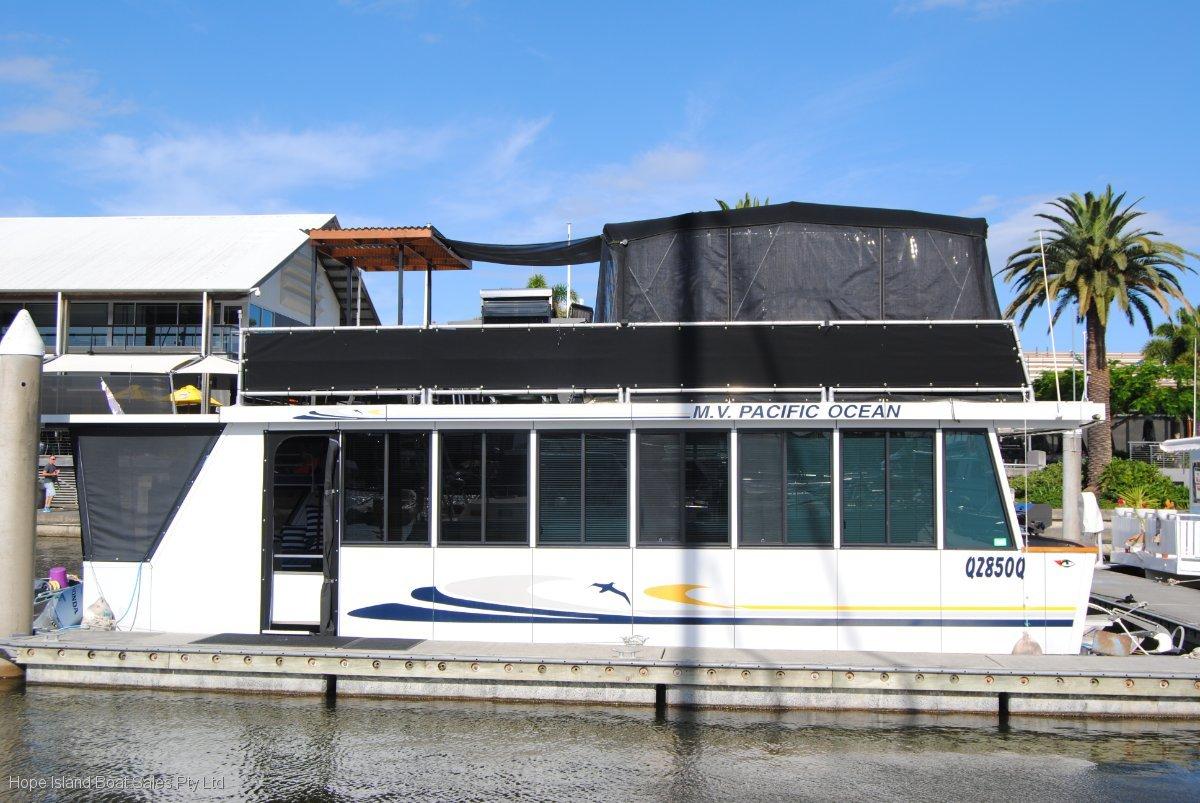 Homecruiser Houseboat 43