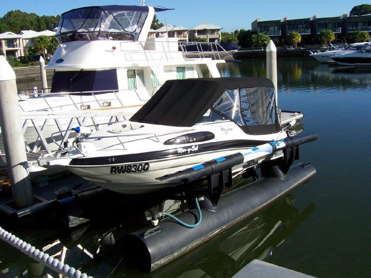 Rae Line 186C Ski/Leisure Boat plus Airberth