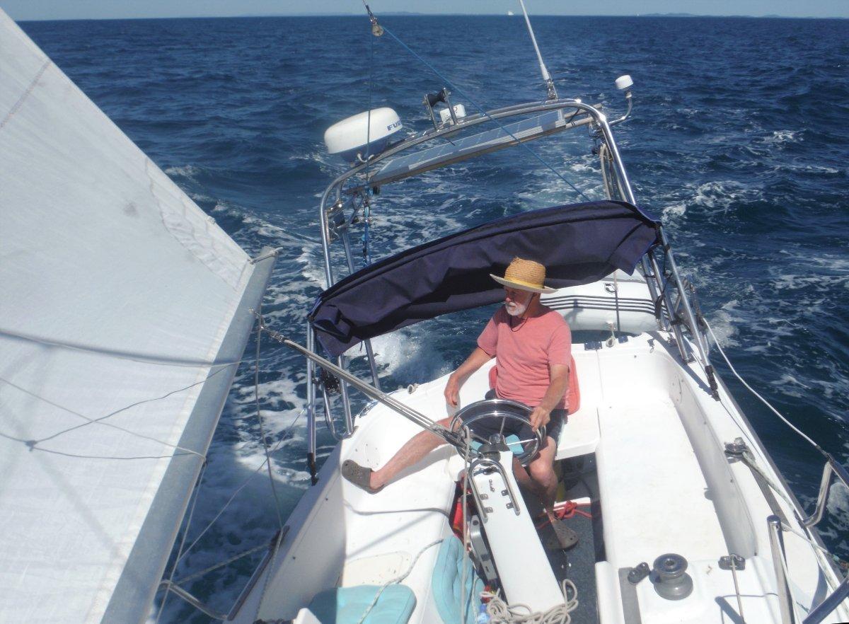 Macgregor 26X Furuno electonics, GME marine radio, Tagar frame:Cruising with the mast down
