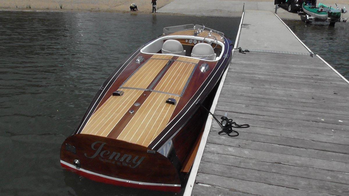 Chris Craft Speedster Heritage Mahogany barrel-back speedboat