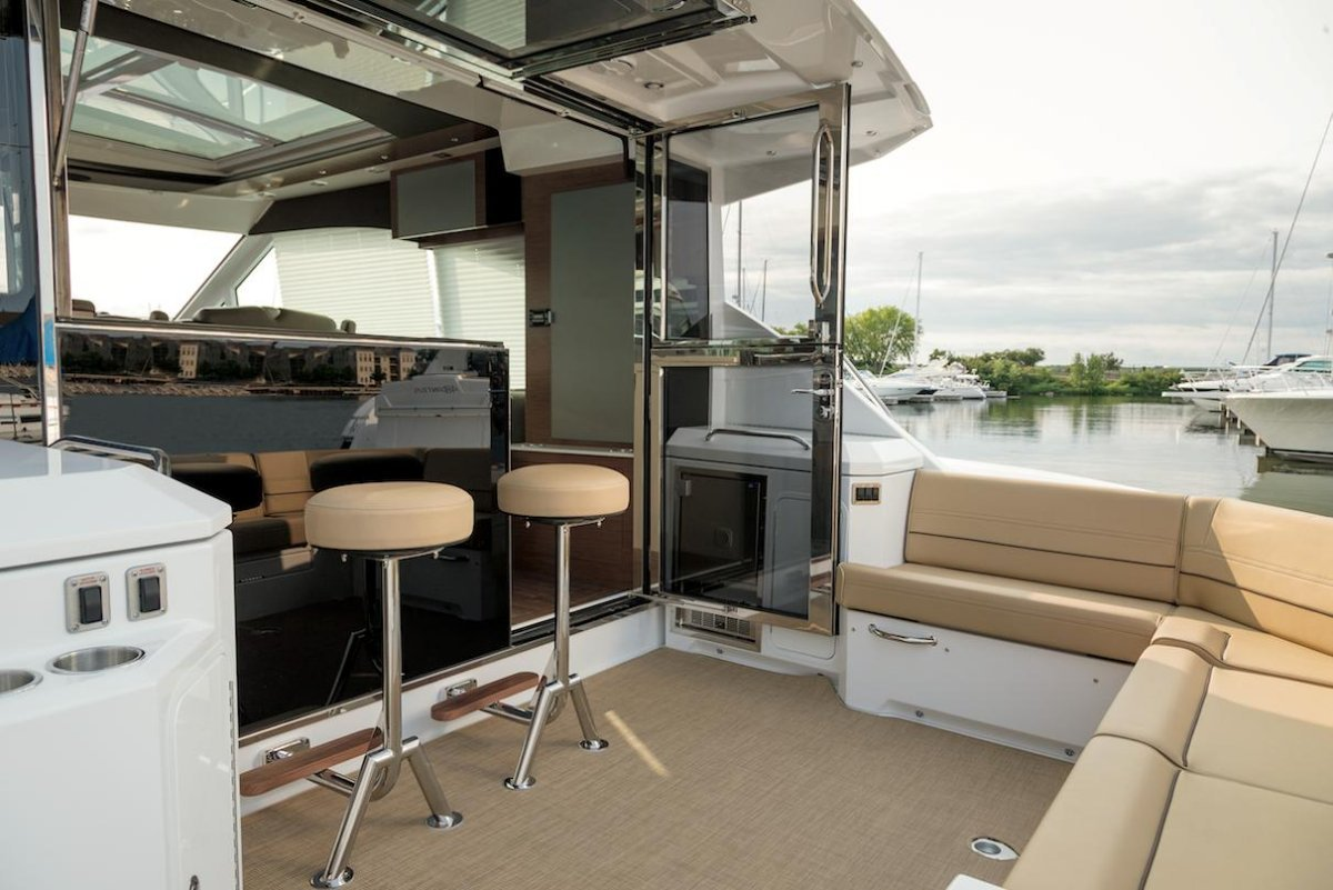 Cruisers Yachts 45 Cantius Cabriolet Sports Yacht
