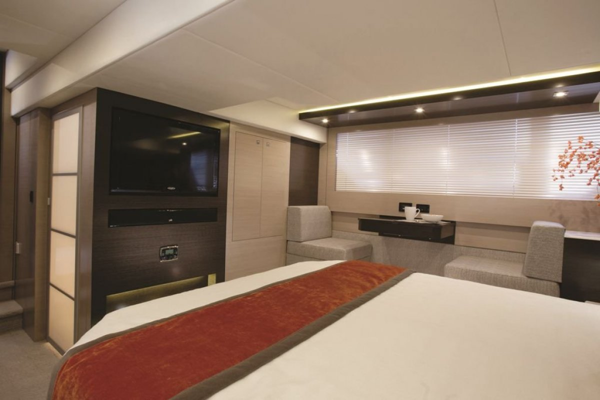 Cruisers Yachts 54 Cantius Cabriolet Sports Yacht