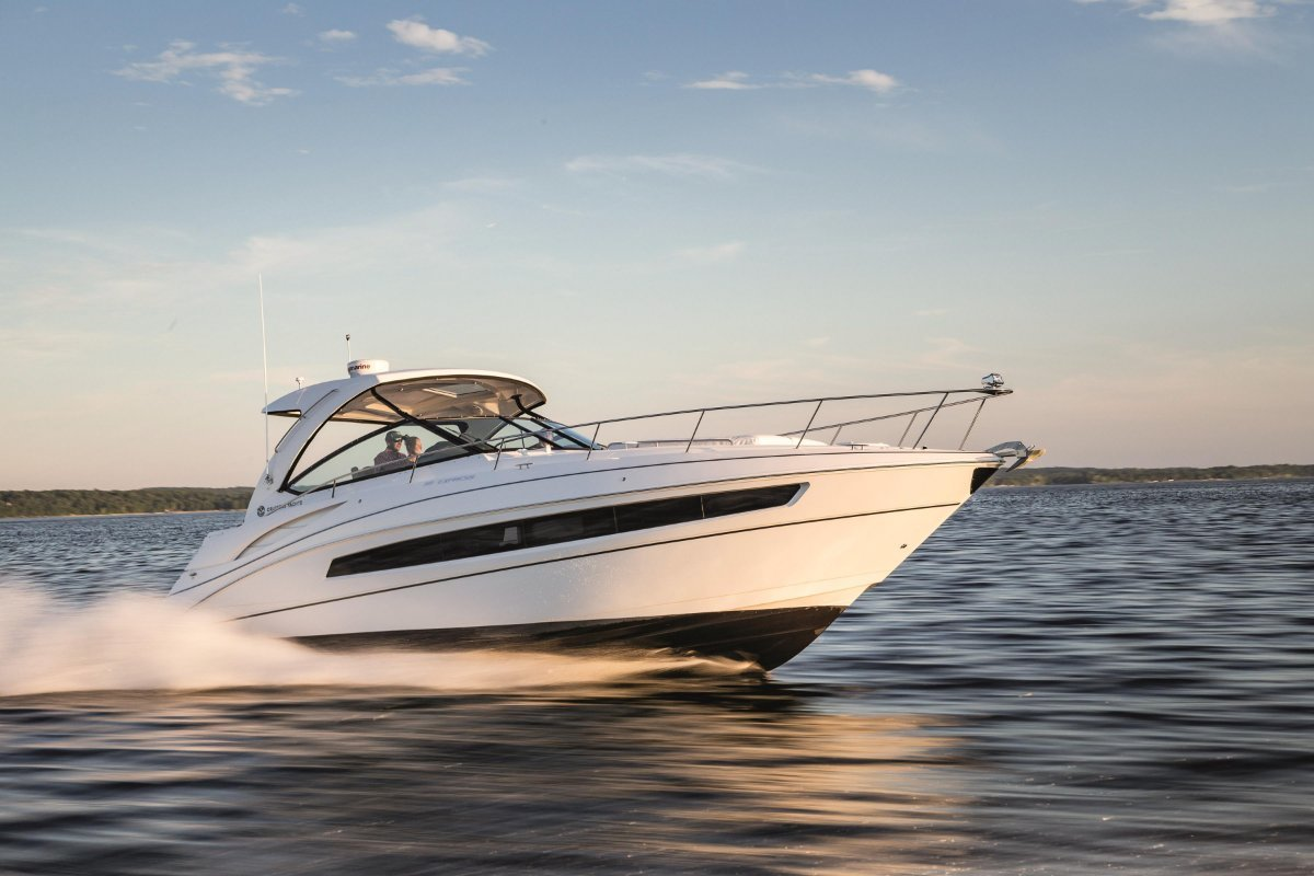 Cruisers Yachts 380 Express sports cruiser