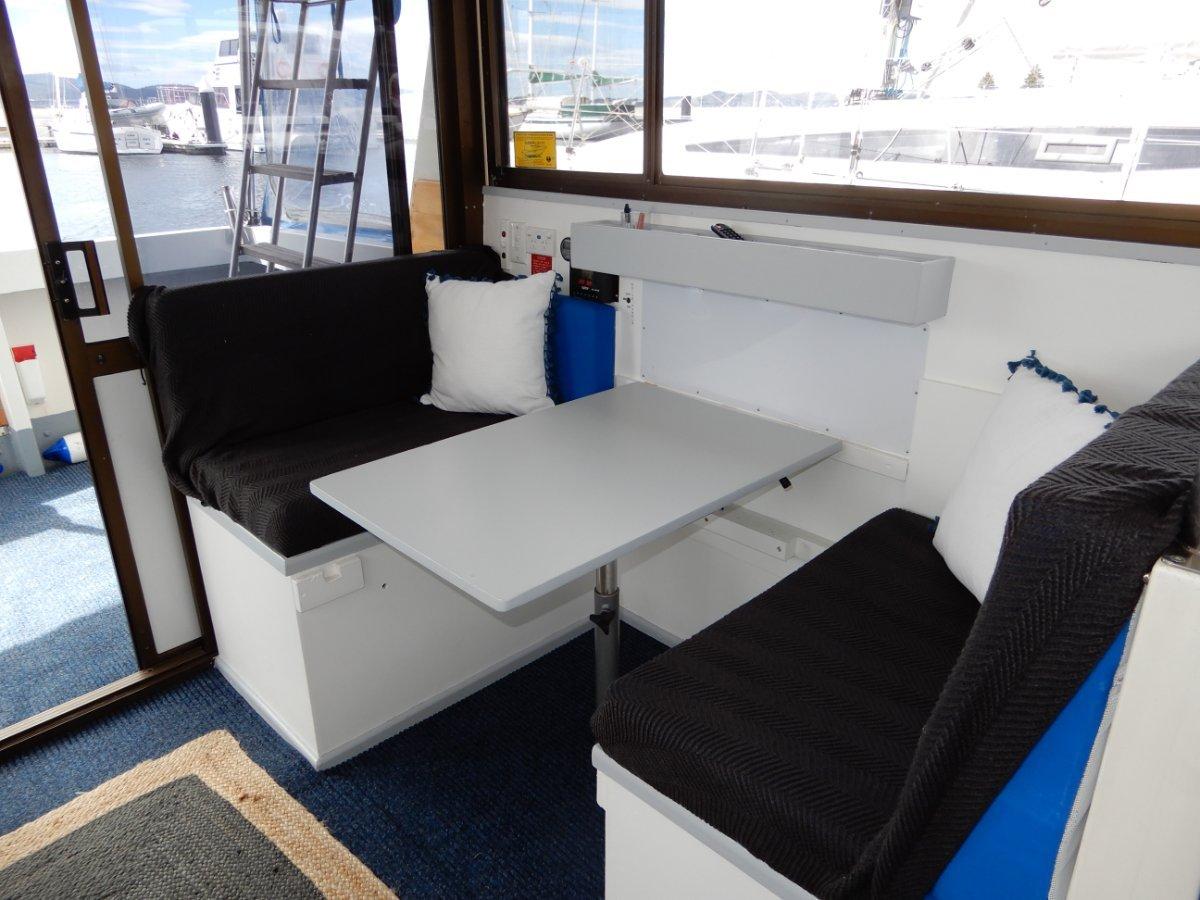 Cruisemaster 30 Flybridge Cruiser