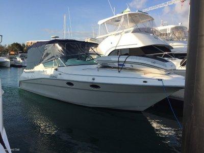 Cruisers Yachts Twin