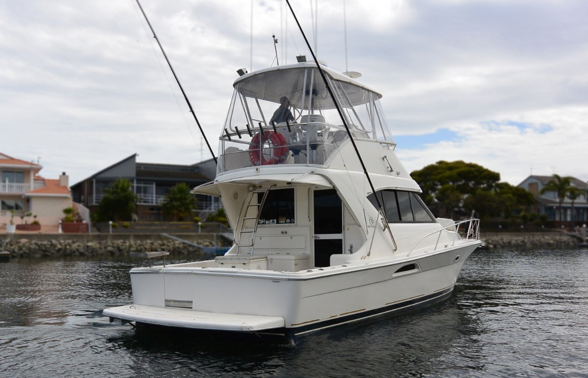 Used Riviera 3850 Flybridge Cruiser for Sale | Boats For Sale | Yachthub