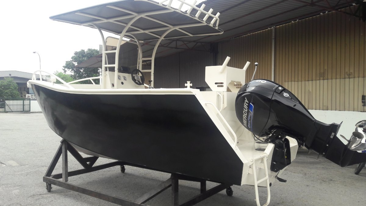 Sabrecraft Marine 6.30 Center Console Boat Motor Trailer Package