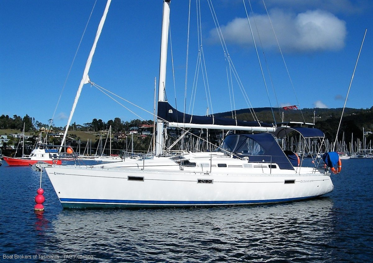 212305 - Beneteau Oceanis 37 well maintained twin cabin, capable cruising sloop