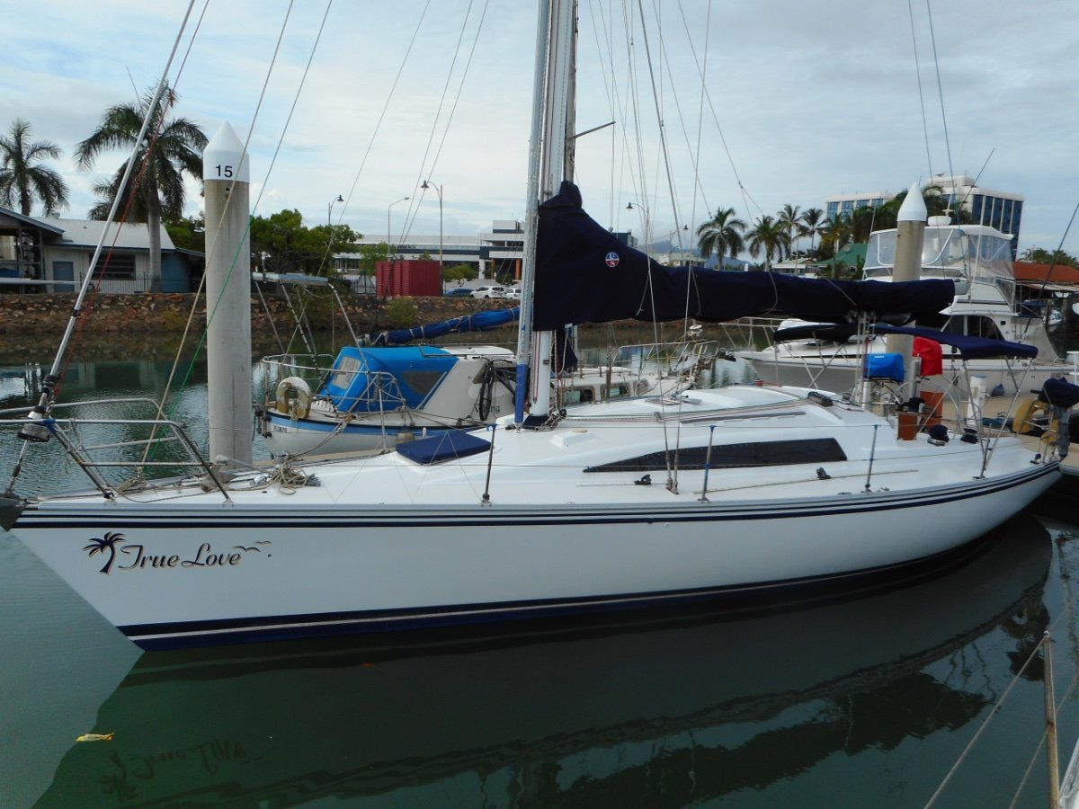 Farr 11.6 freshly painted decks, topsides, mast. LOOKS AS NEW!