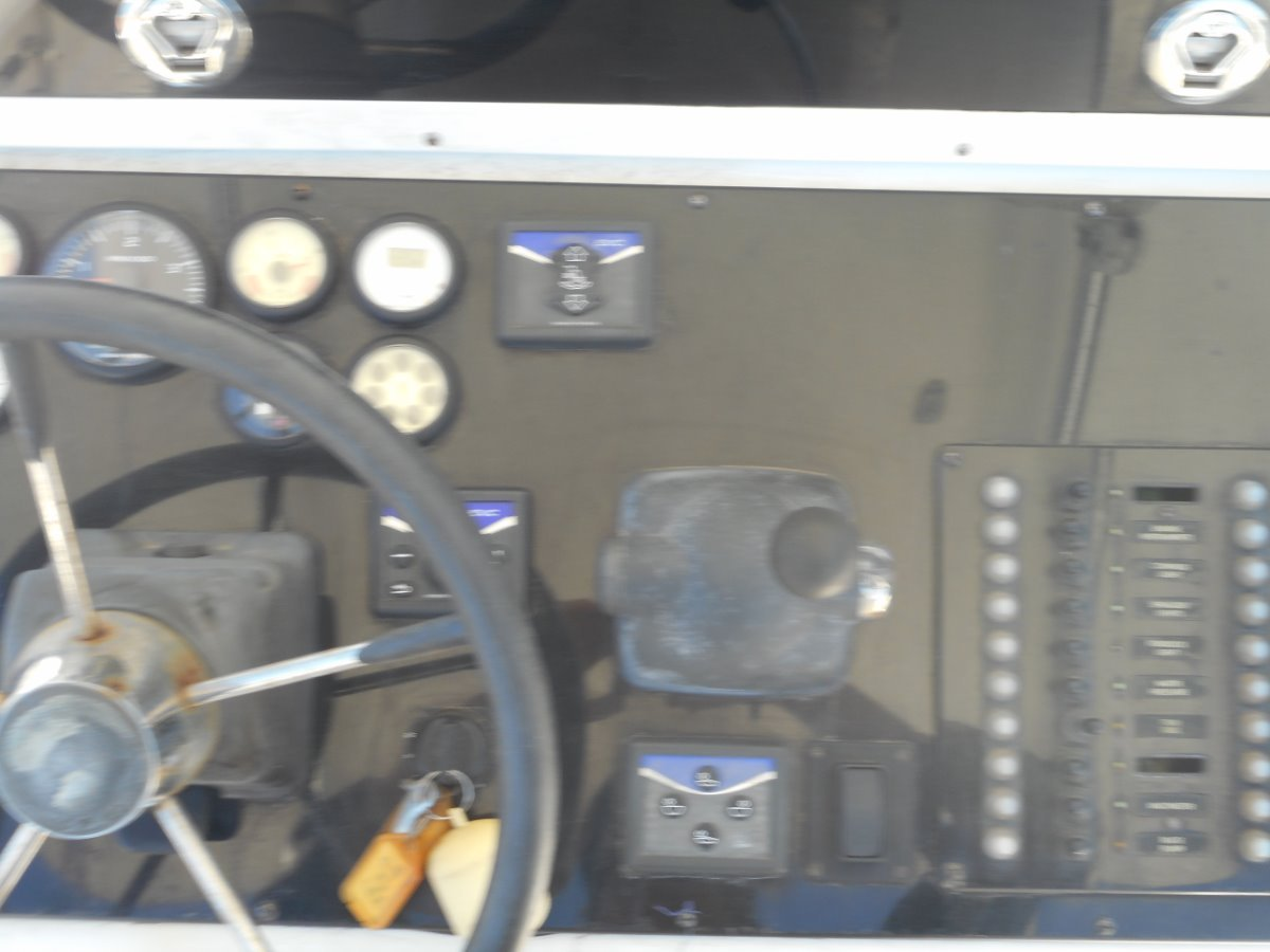 Albin 26 Centre Console