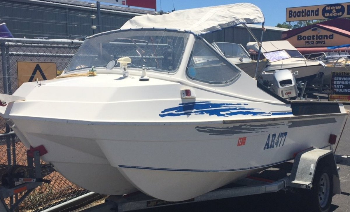 TRI HULL - Very Tidy 4.2 Claytons TriHull Runabout