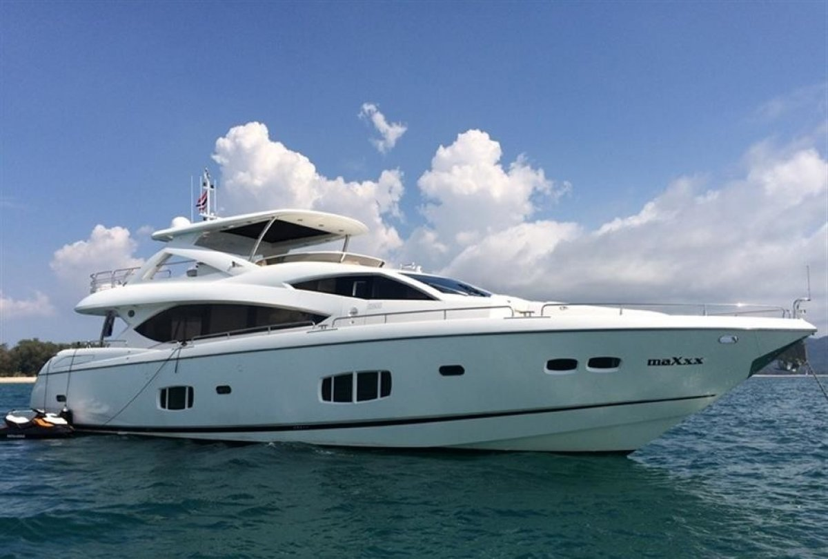 Sunseeker 86 Motor Yacht filled with loads of extras
