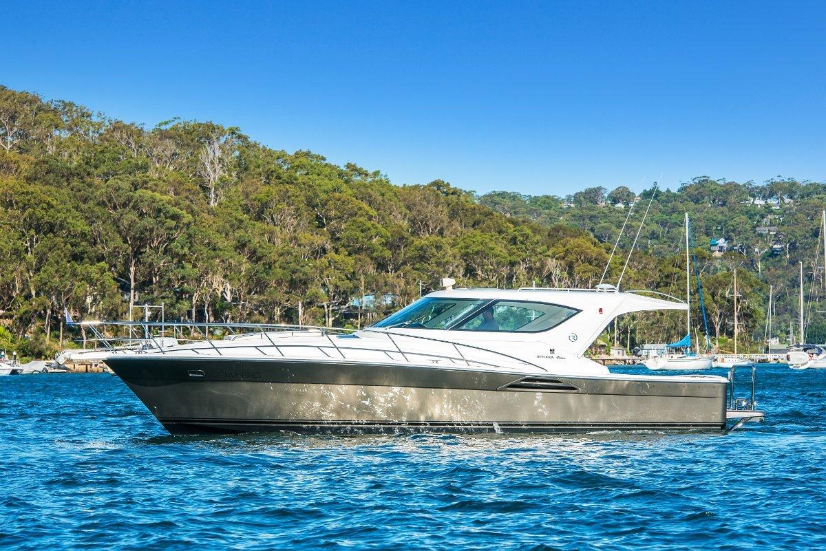 Riviera 4000 Offshore Platinum