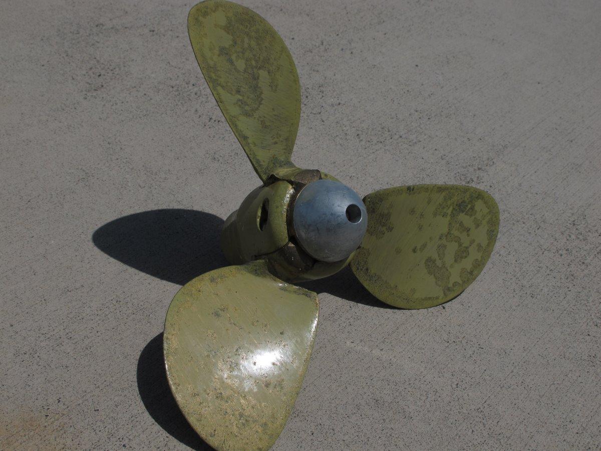 Flexofold 3 blade folding propeller