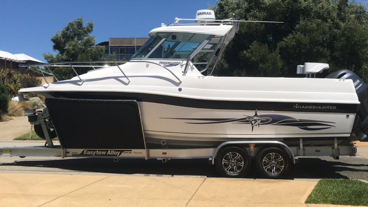 Haines Hunter 700 Offshore Hard Top