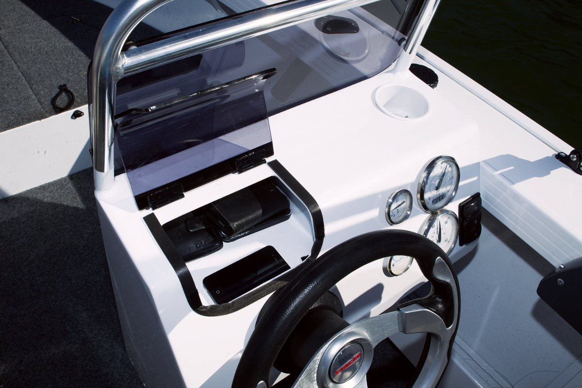 Stacer 469 Outlaw Side Console + Yamaha F50 50hp Four Stroke Outboard Motor