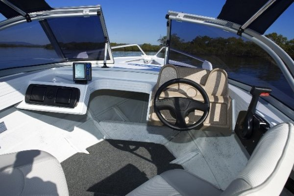 Stacer 429 Seaway + Yamaha 30hp Four Stroke Outboard Motor