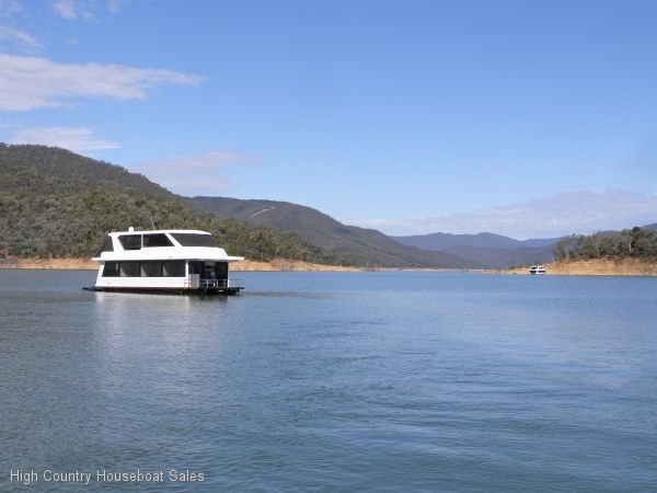 Houseboat Holiday Home on the Water of Lake Eildon:EME Experience Magical Eildon