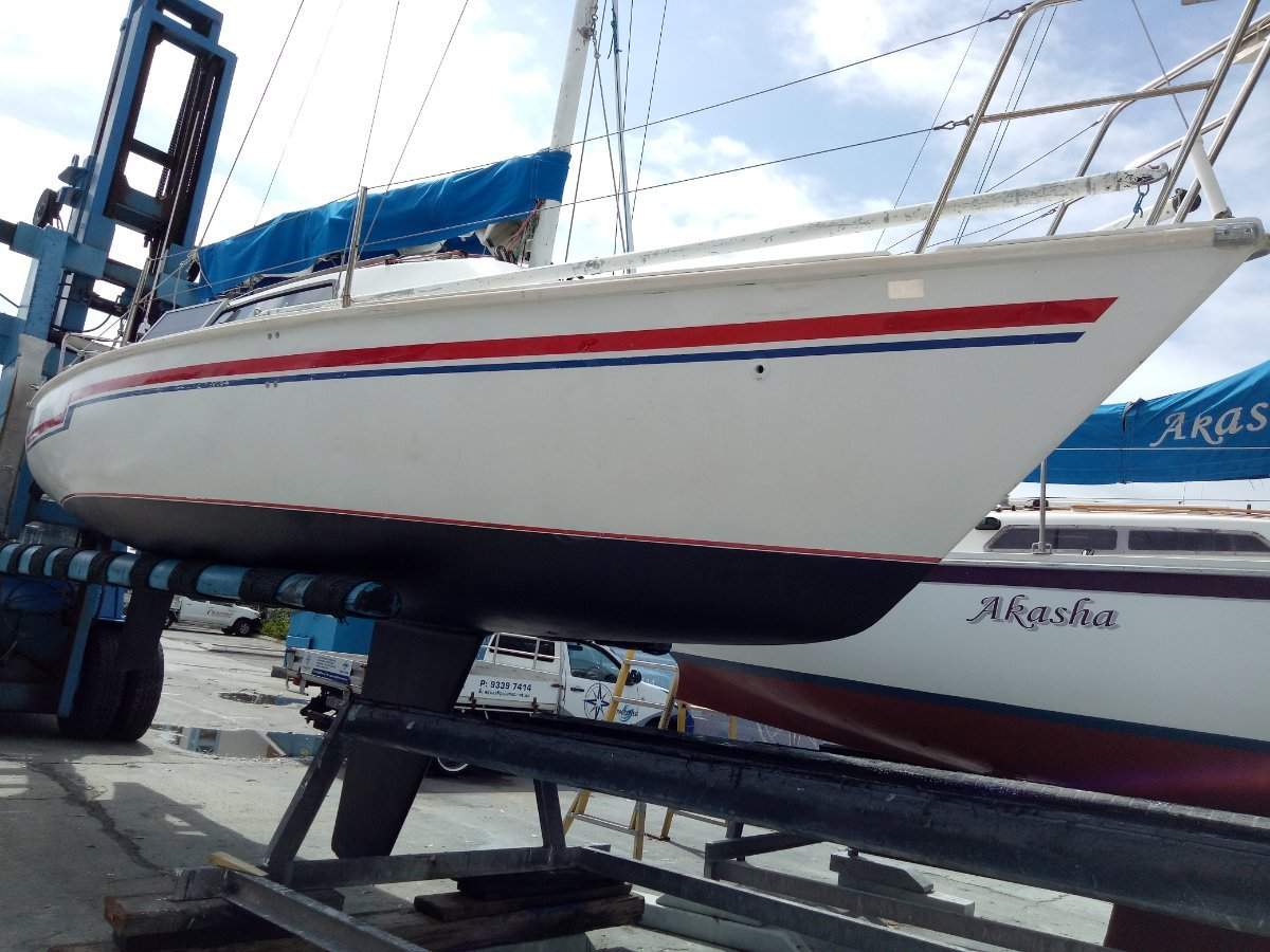 Court 750 Fixed Keel