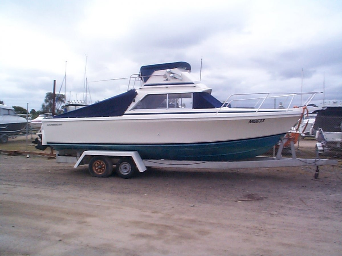 Caribbean 26 Flybridge Cruiser:Caribbean 26