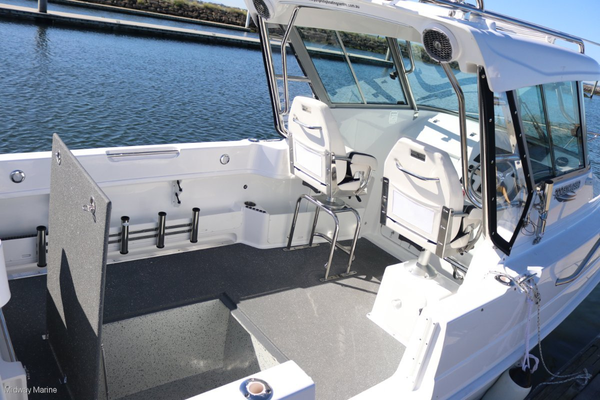 New Haines Hunter 700 Enclosed