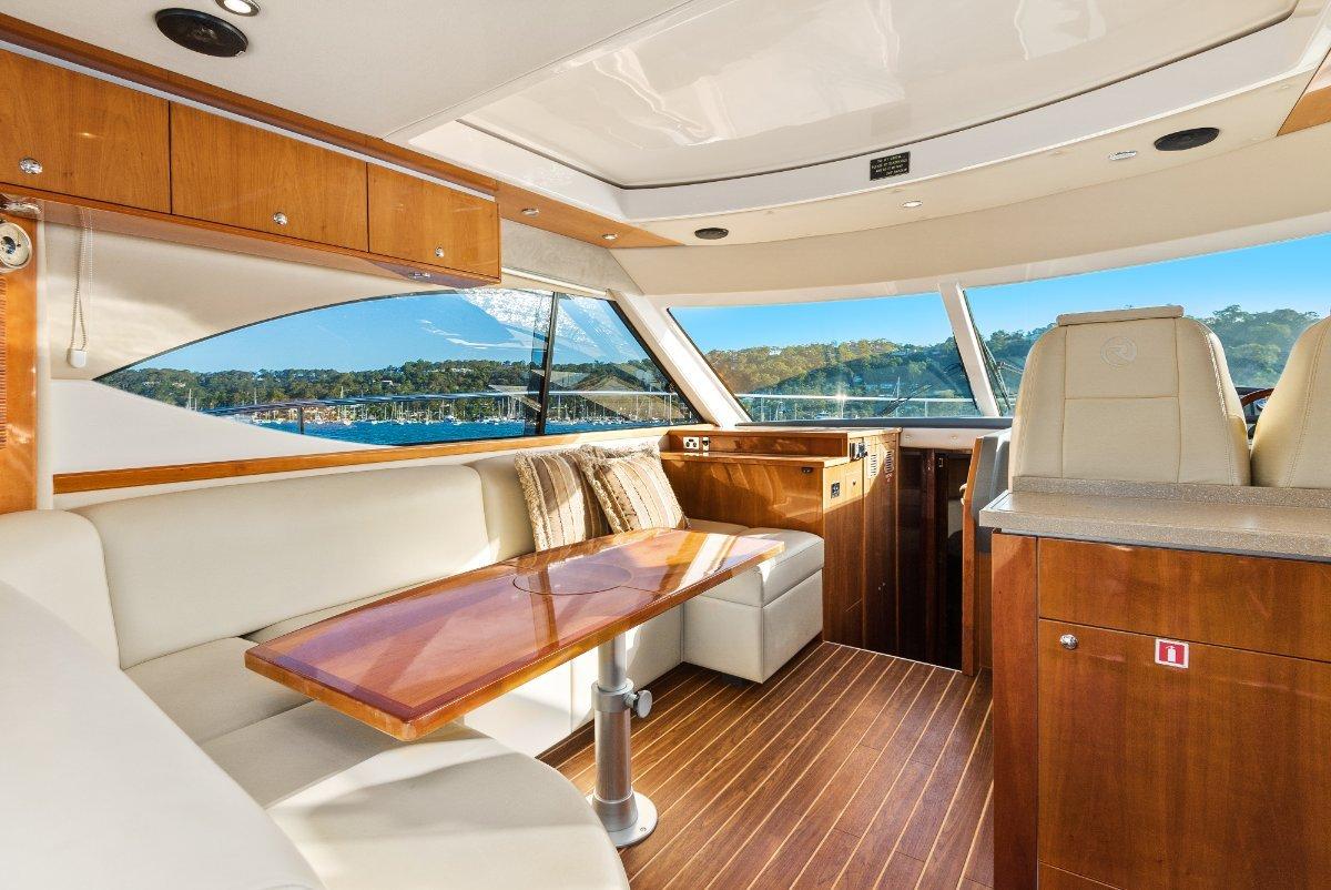 Riviera 4400 Sport Yacht