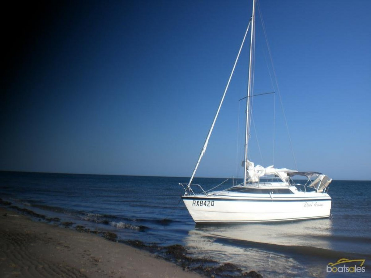 Macgregor 26X - best mix of power and sail - in superb condition:lift the keel and sail up to the beach