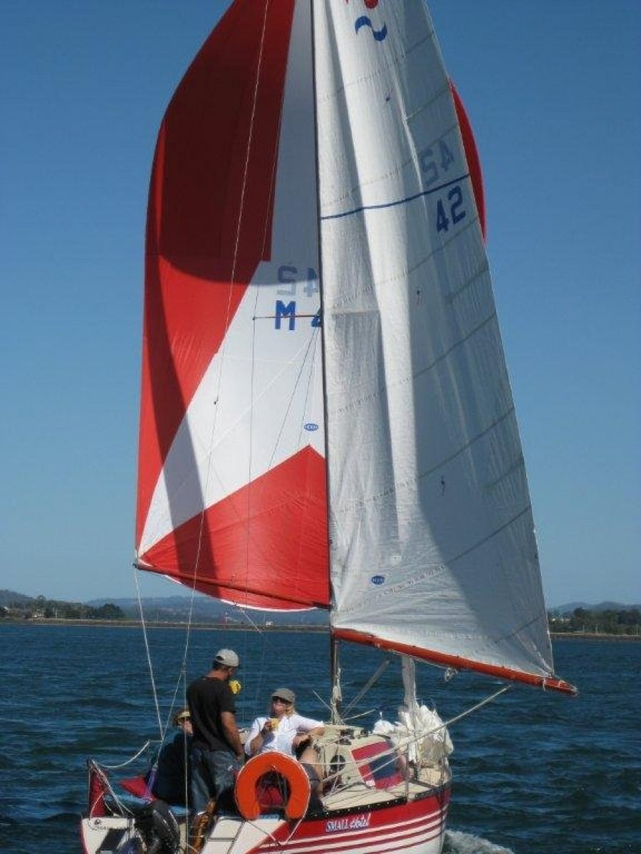 Sea Way 25 in Very Good Condition on 3 year old Trailer:Under Spinnaker