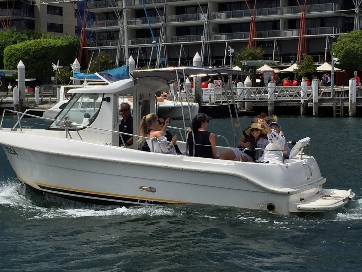 Arvor 20 Available for hire from Rose Bay Sydney:Up to 8 persons aboard