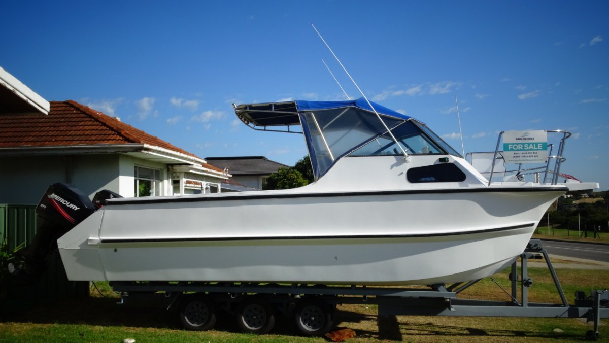 Noosa Cat 26 HUGE FISHING DECK AND MOTORS ONLY 18HRS YOUNG!!!