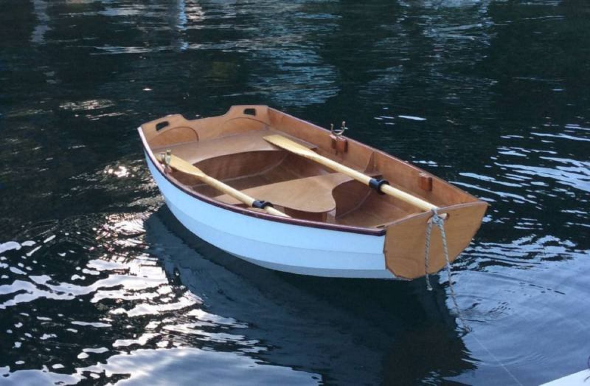 Custom:The perfect tender boat with oars