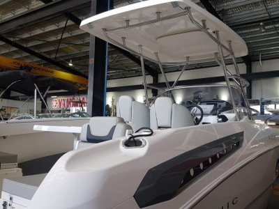Karnic SL702 TOWABLE HARD TOP FAMILY BOAT