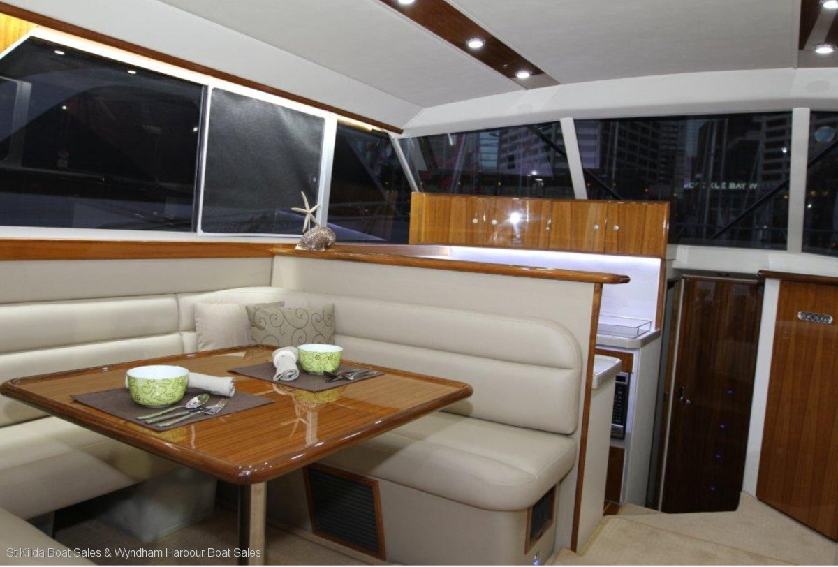 Caribbean 40 Flybridge Cruiser