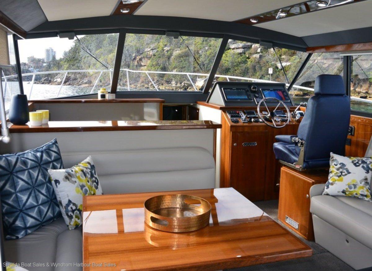 Caribbean 420 Express Cruiser