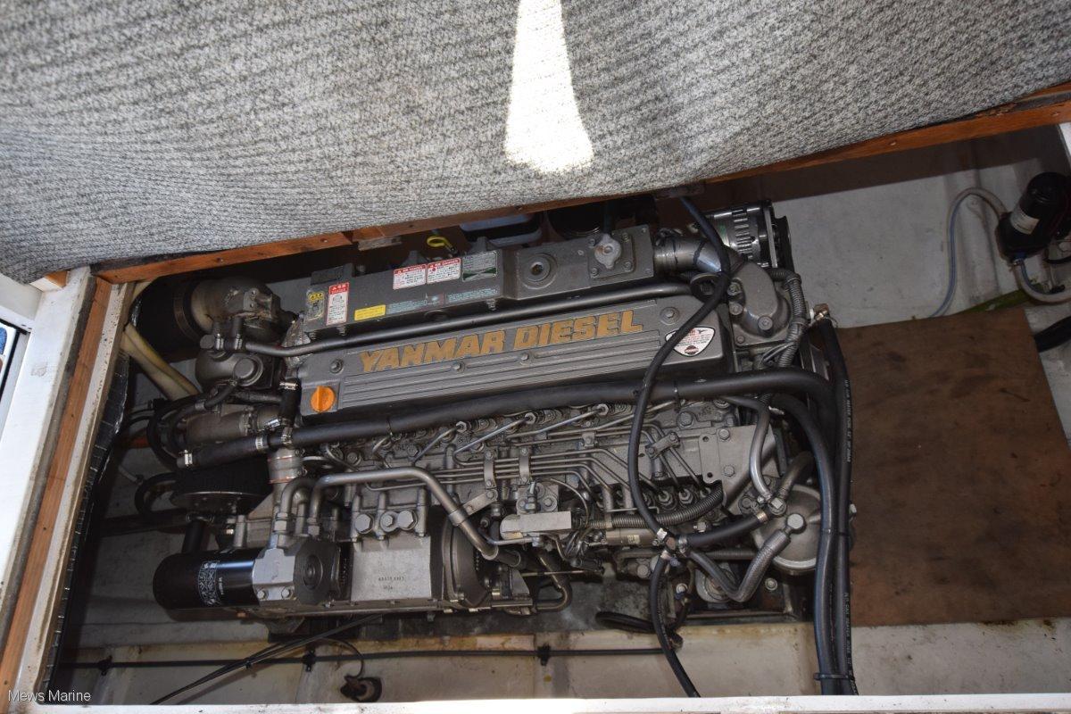 Commodore 34 Flybridge
