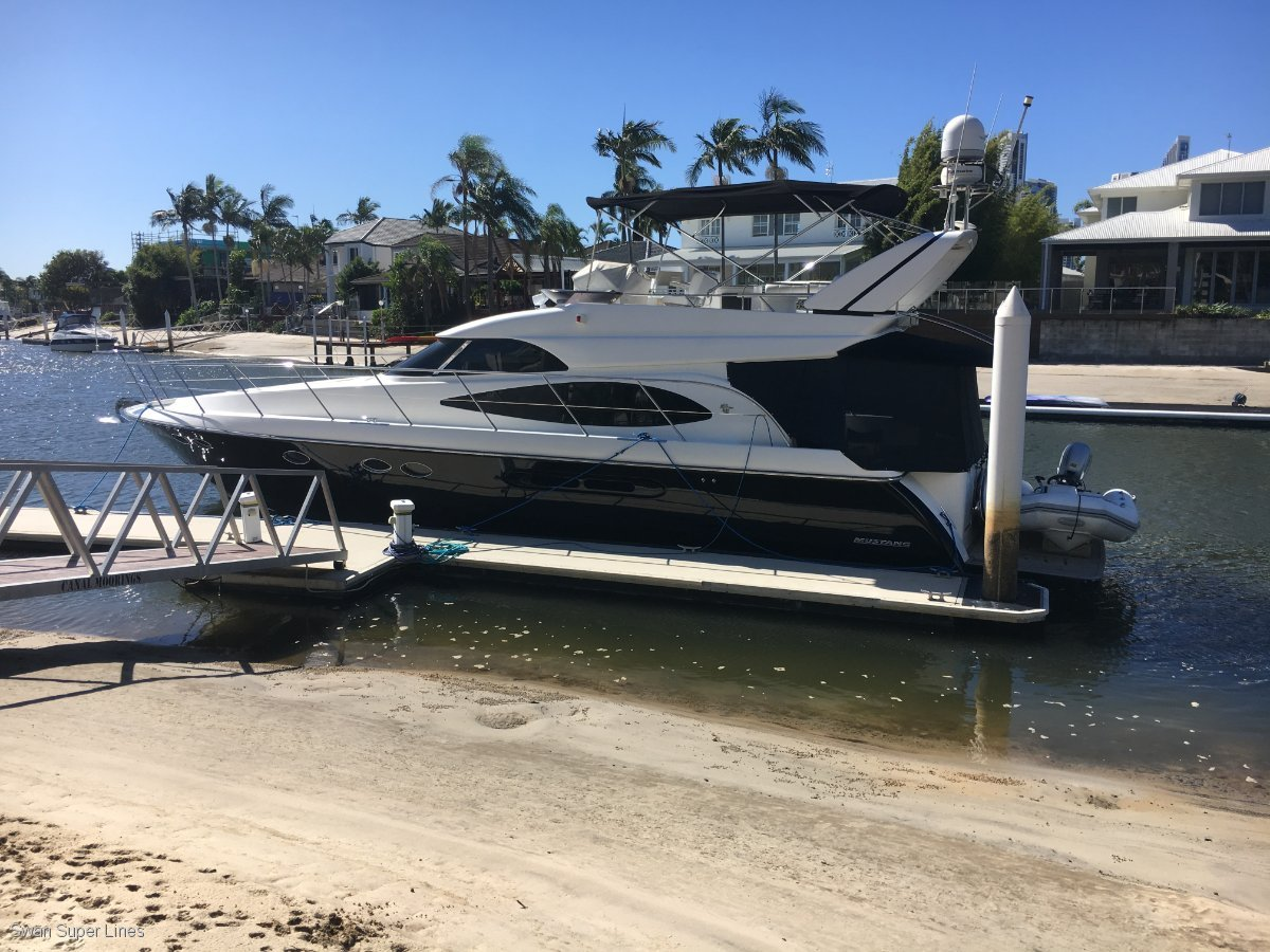Dyna 50 fly bridge motor yacht