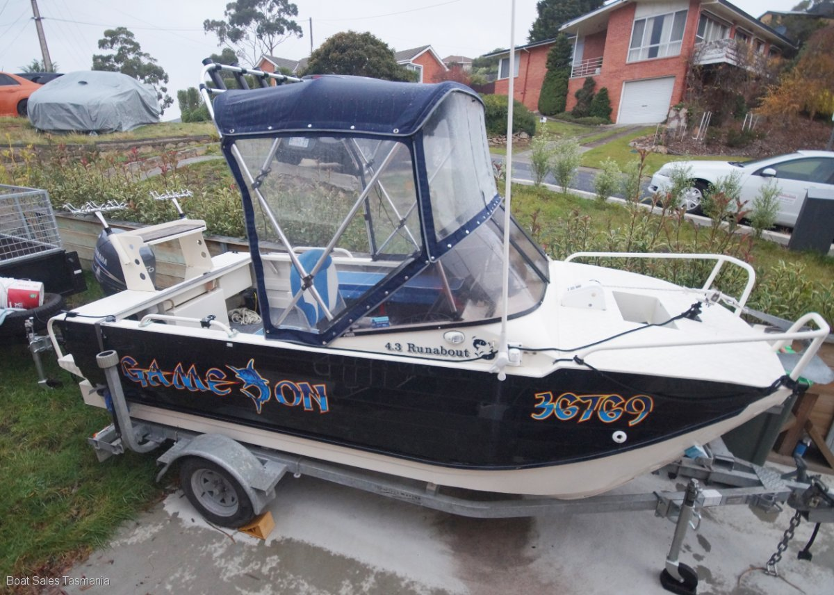 "Webster 4.3 Twinfisher Runabout ""Game On"""
