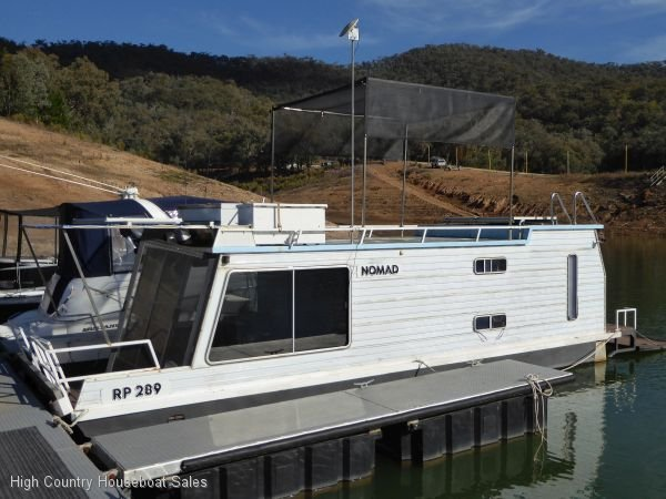 Houseboat Holiday Home on the Water of Lake Eildon:Nomad on Lake Eildon