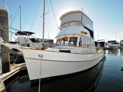 Grand Banks 36 Flybridge Cruiser