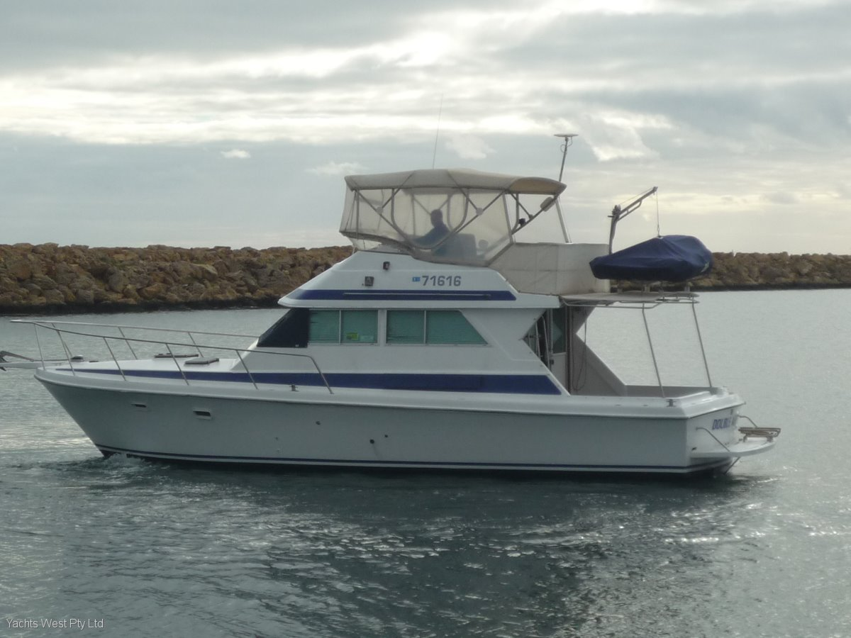 "Mustang 3800 Flybridge Cruiser ""FULLY REBUILT ENGINE"""