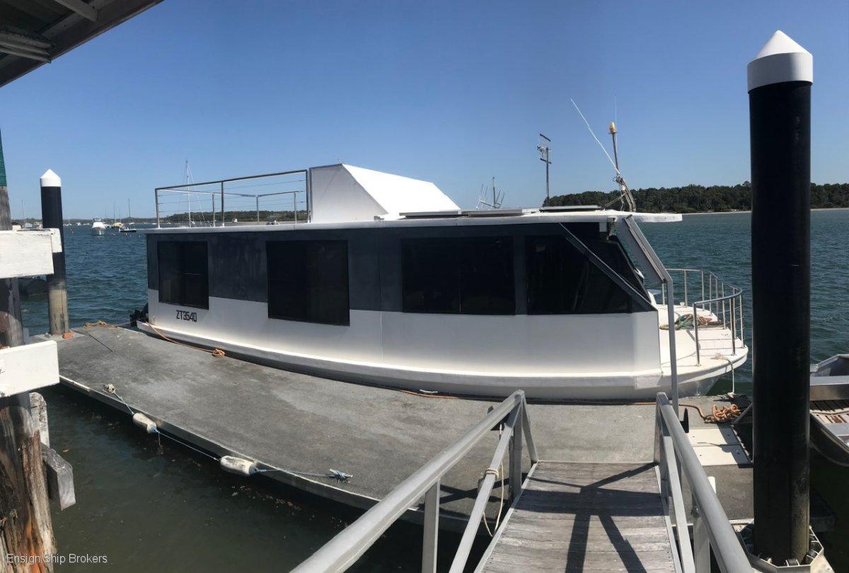 Custom Bridgedeck Houseboat 45'