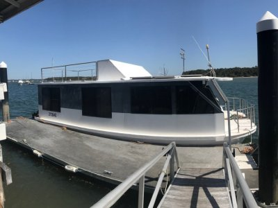 Custom Bridgedeck Houseboat 45'