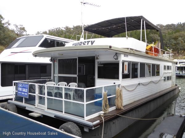 Houseboat Holiday Home on the Water of Lake Eildon:Thirsty Work on Lake Eildon