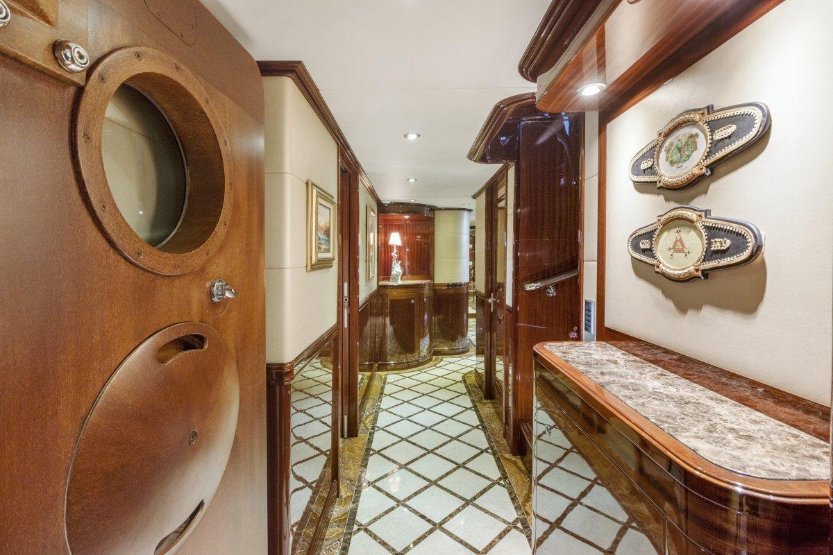 Broward Raised Pilothouse