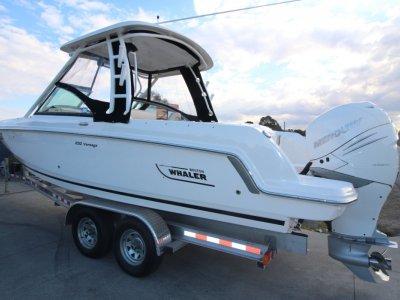 Boston Whaler 230